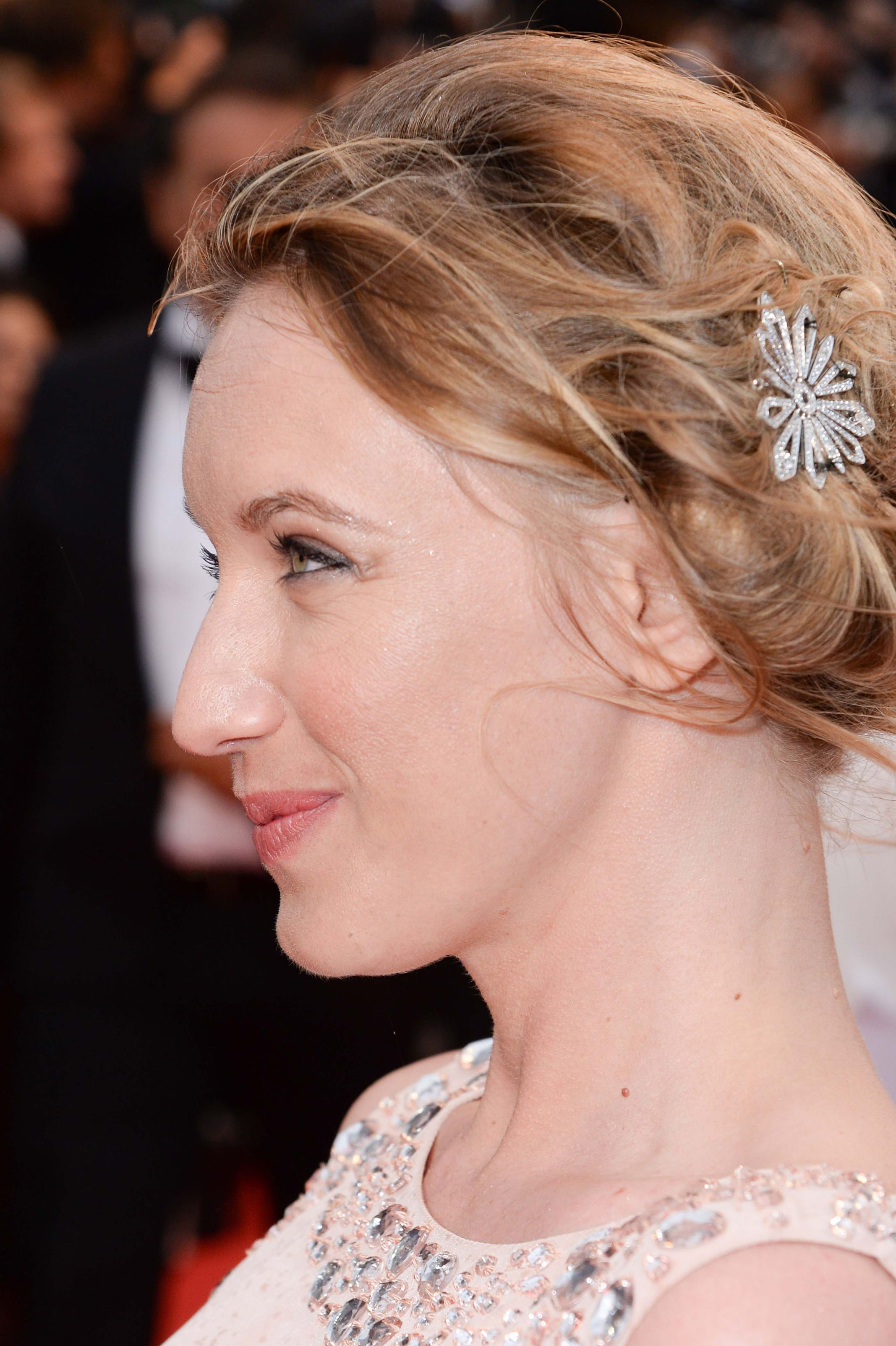 Ludivine Sagnier, Member of the Jury for Un Certain Regard, wears an hair ornament and a bracelet in white gold and diamonds from the Joséphine collection by Chaumet.