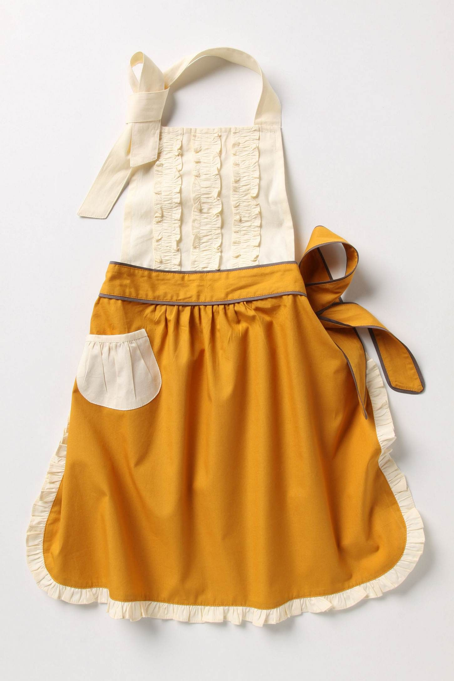 Awww this little girl's apron is darling!
