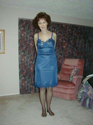 Schöne Frau In Nylons Und Unterkleid Fick Und Besamungshure