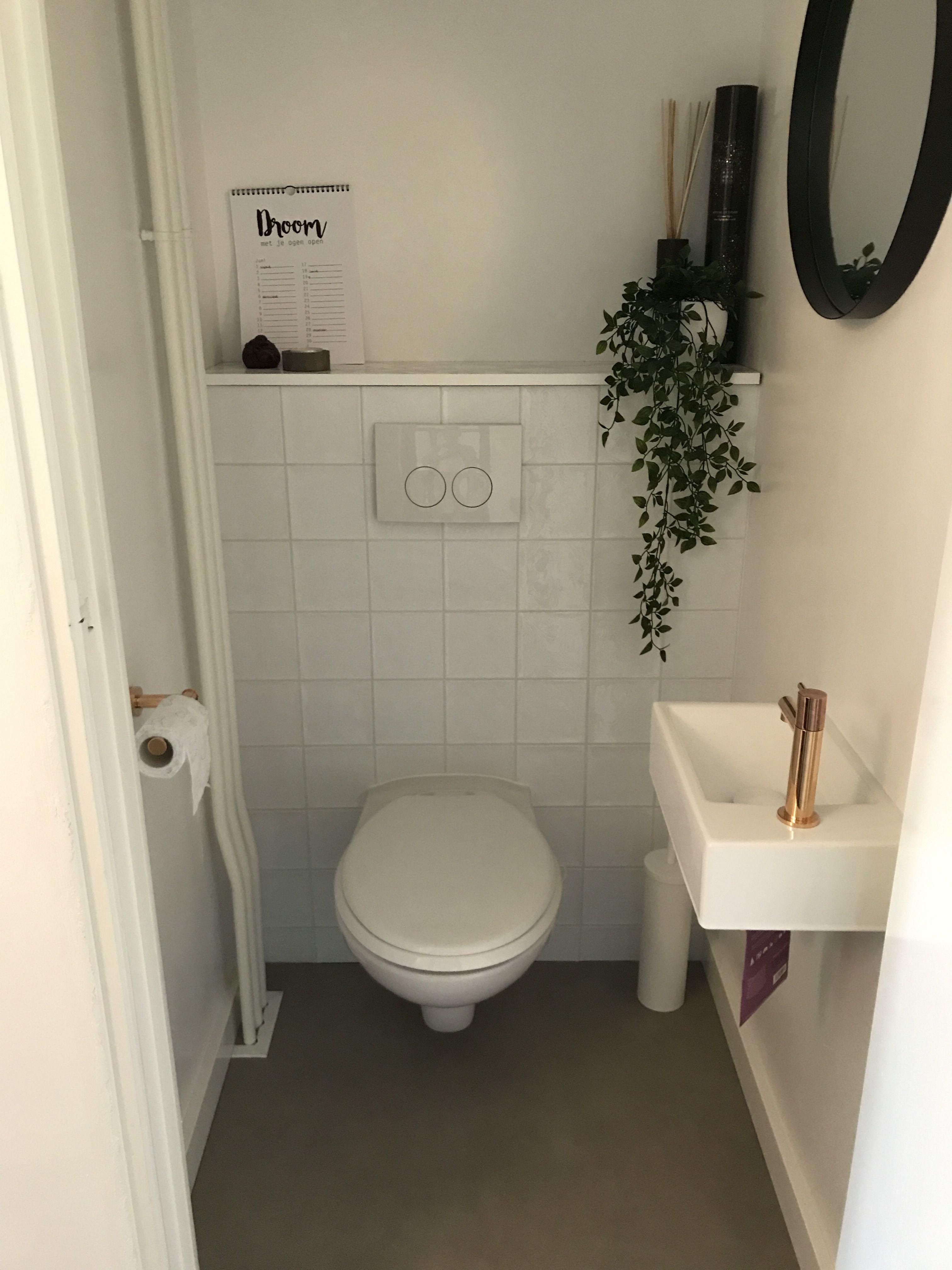 Toilet Diy Witte Portugese Marrokkaanse Tegeltjes Rose Goud Groen Wit En Beton Grijs Toilet Wit Zwarte Spiegel