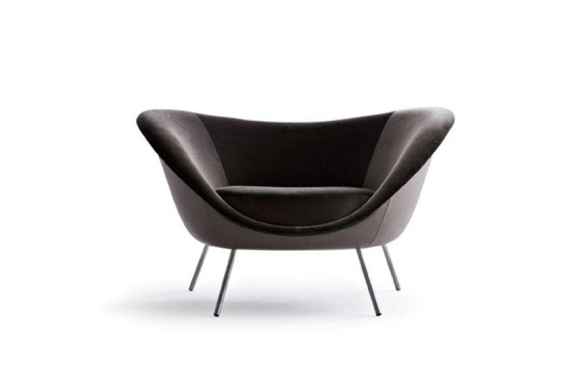 D.154.2 designet af Gio Ponti er reproducret af Molteni&C baseret på de originale tegnigner fra Gio Pontis arkiv. Gio Ponti designede stolen under sin rejse til Latin Maerika i 1952-1953.