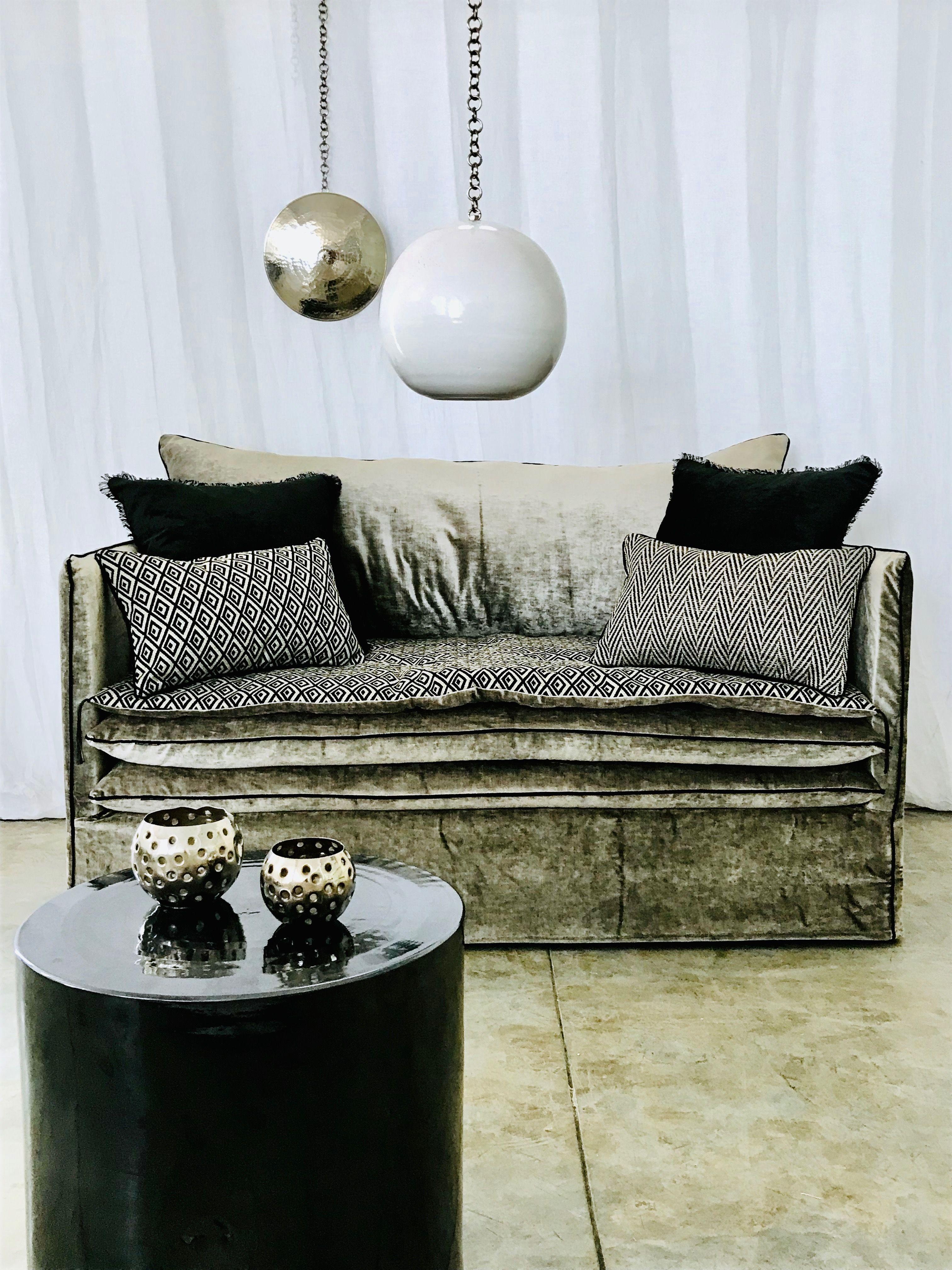 Canape Sur Mesure Mille Et Une Nuit Velours Tsar Beige Ciment Et Son Sofa Cover Berbere Losange Idees De Decor Canape Haut De Gamme Decoration Maison