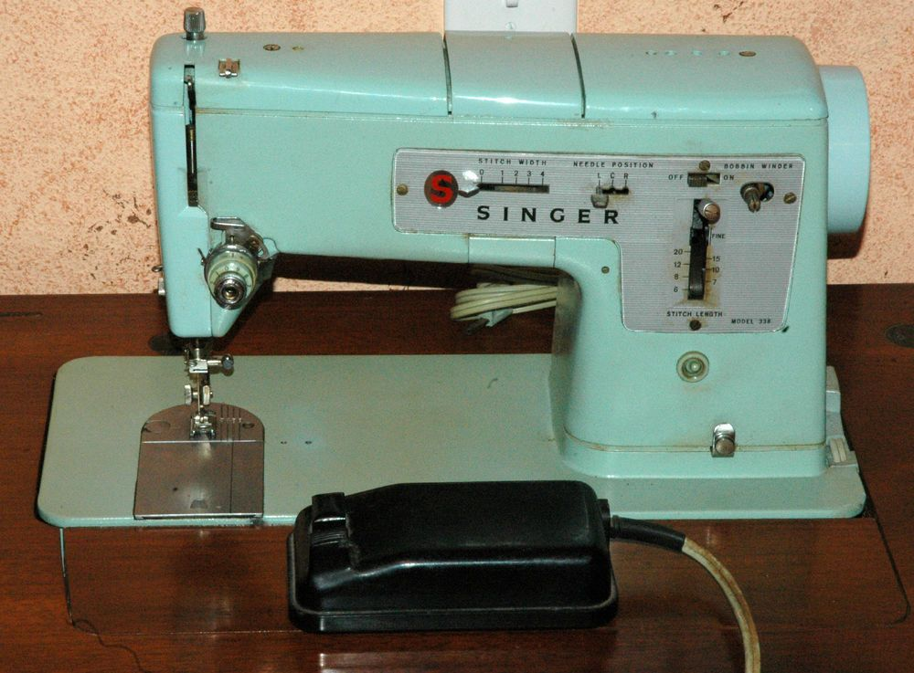 Singer 338 Sewing Machine Vintage Heavy Duty Mechanical Industrial Wood  Table