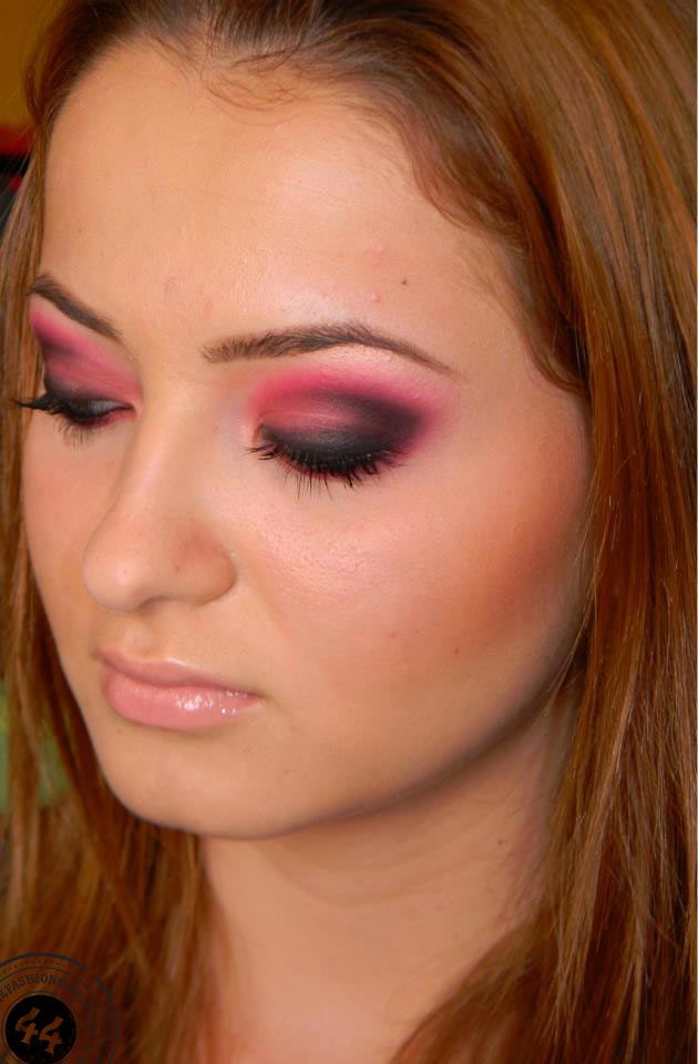 Makeup Tutorial: Hot Pink Smokey Eye Makeup