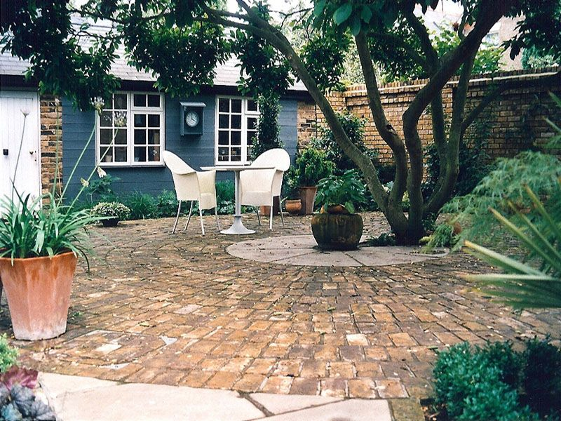 Brick paved courtyard courtyard designs pinterest for Paved courtyard garden ideas
