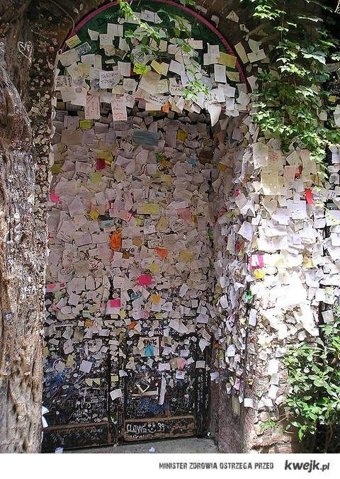 Love letters in Verona. I'm such a hopeless romantic and would love to visit here someday!  lovely lettering // send a love letter, leave somewhere in public. bless and heal your self and others with love.  http://www.ted.com/talks/hannah_brencher_love_letters_to_strangers.html