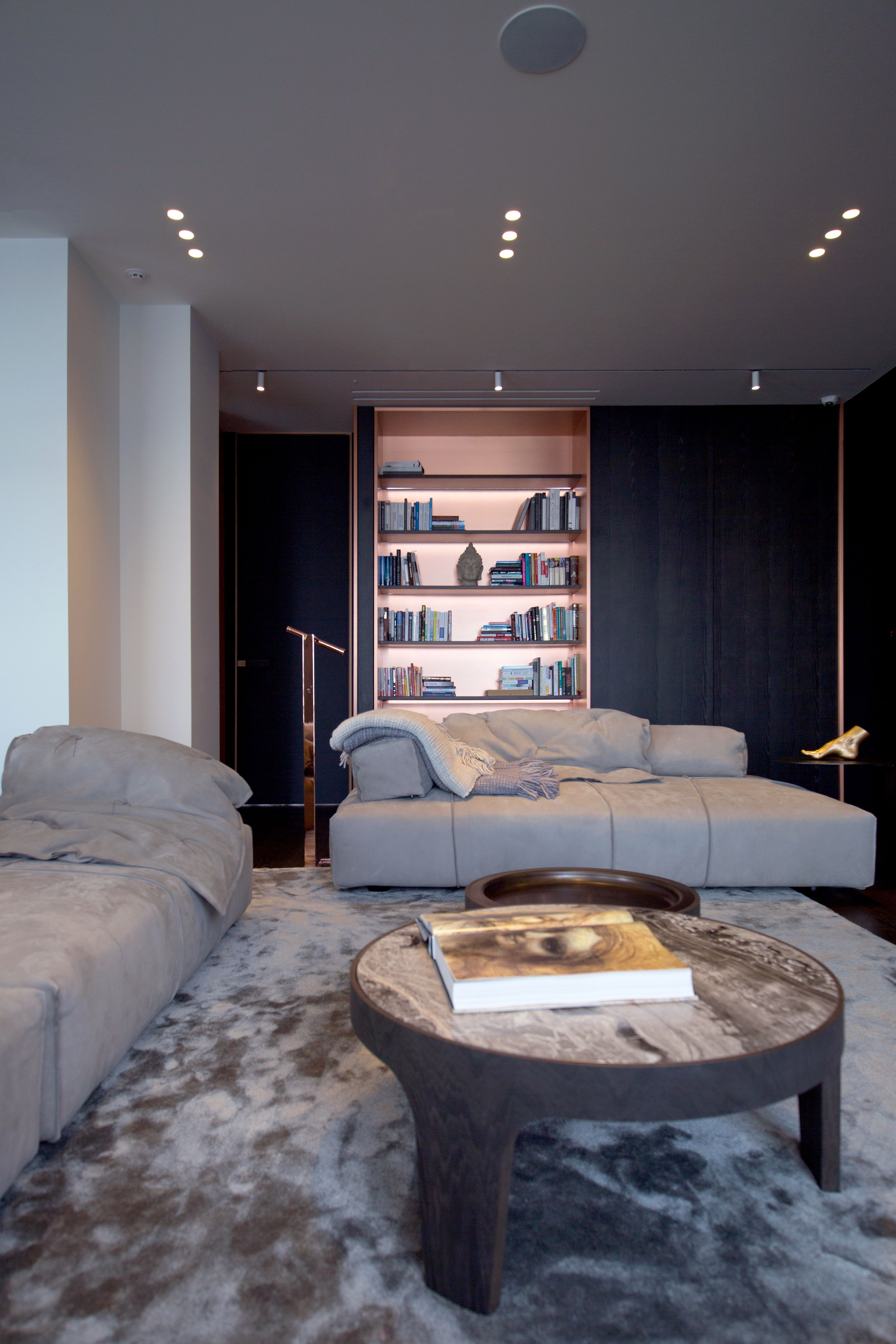 Sophisticated Kiev Apartment With Striking Interiors
