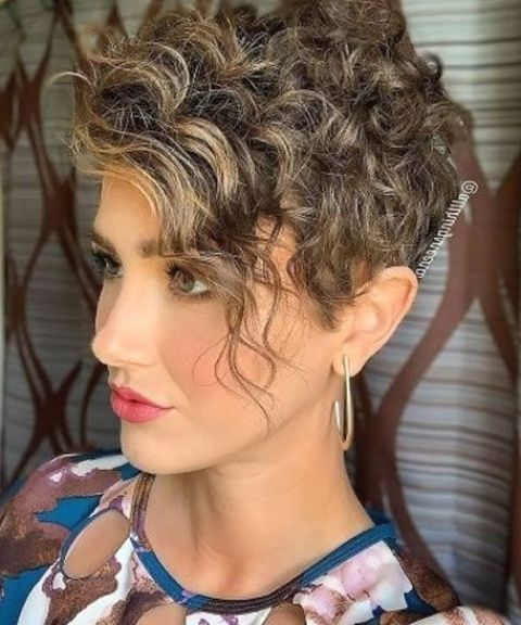Balayage curly short hair