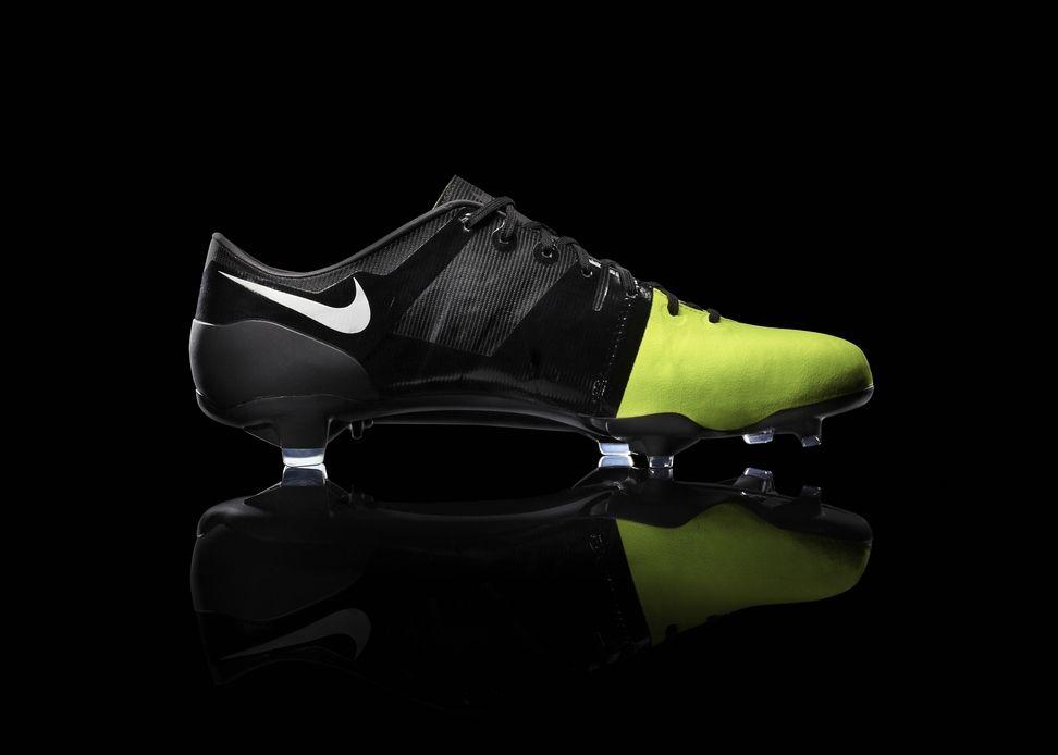 LO GREEN ESTÁ DE MODA   NIKE acaba de lanzar sus nuevas zapatillas de futbol  Nike GS. La empresa los presenta como los zapatos más ecológicos que haya  ... 40616fe0b5810