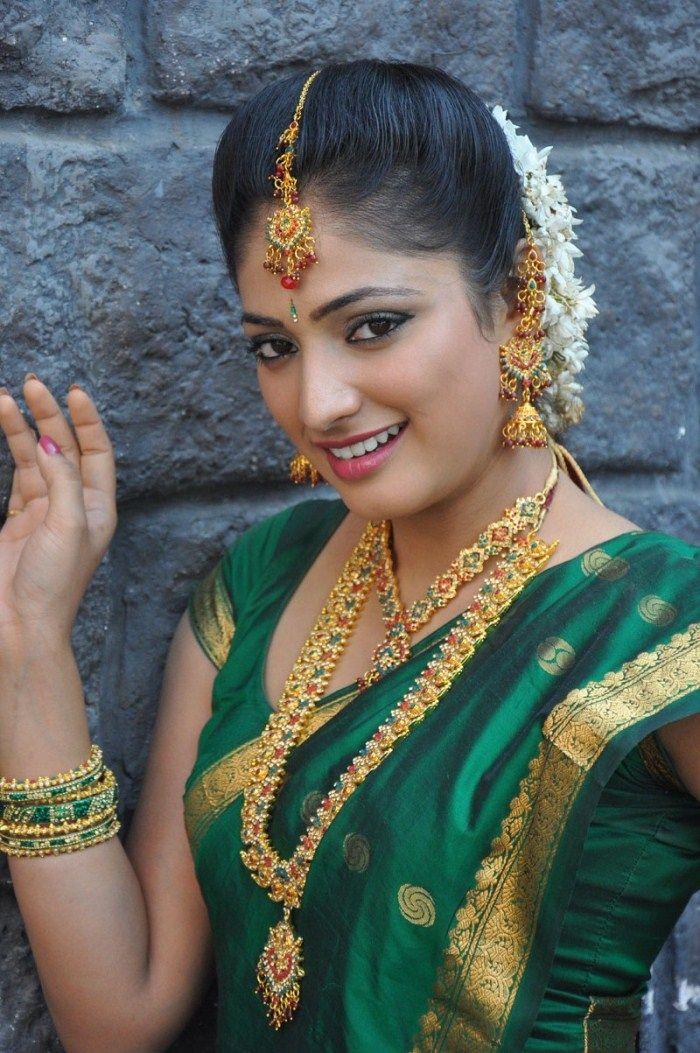 Green Silk saree - Jewelry | Indian feminity | Pinterest | Green ...