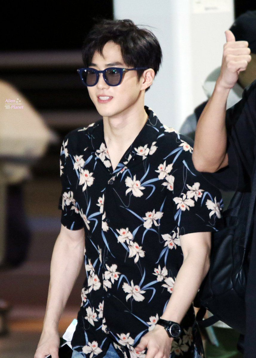 Suho - 160828 Incheon Airport, departing for Hawaii Credit: Alien Planet. (인천공항 출국)