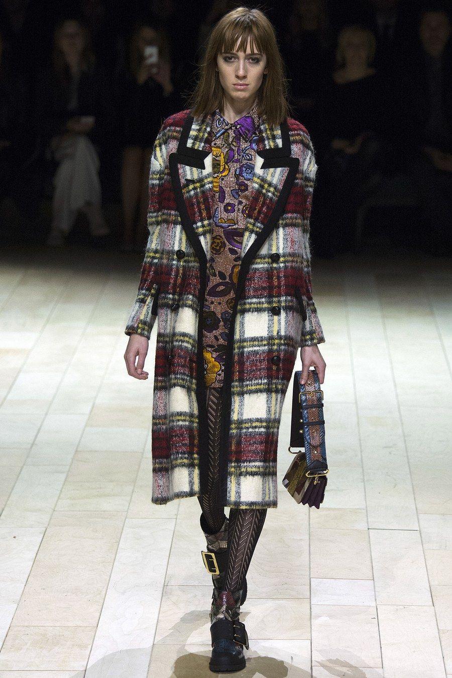 Burberry Fall 2016 Ready-to-Wear Fashion Show in 2019  f7bdf24a5f848
