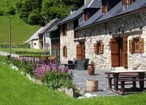 Chambre D Hotes A Bosdarros Pyrenees Atlantiques Trille Gites De France Bearn Pays Basque Chambre D Hote Chambre Gite De France