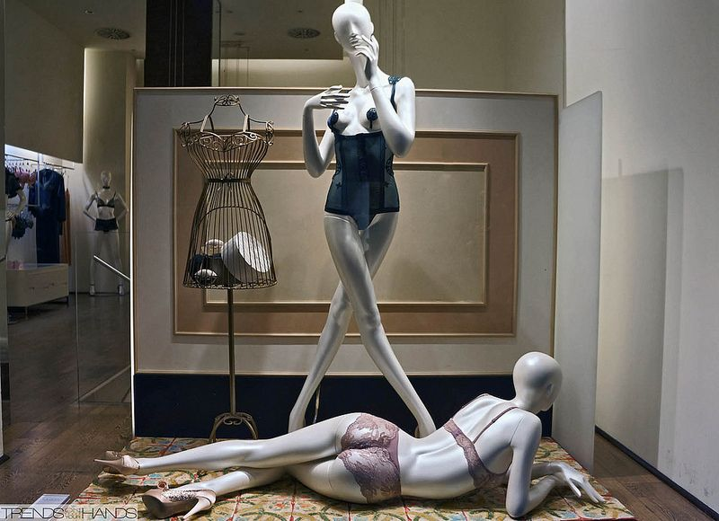 la perla lingerie store displays with mannequins pinterest. Black Bedroom Furniture Sets. Home Design Ideas