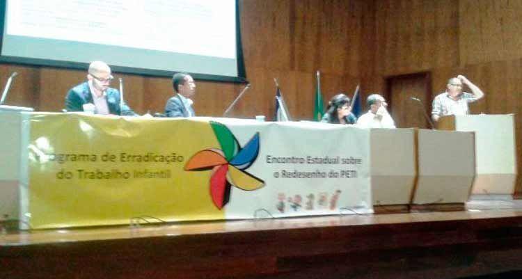 Prefeitura de Flores participou do 1º Encontro Estadual Sobre o Redesenho do PETI