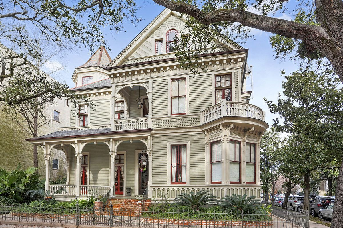 Thomas Sully Designed Queen Anne Italianate Back On The Market Asking 2 2m New Orleans Homes Victorian Homes St Charles