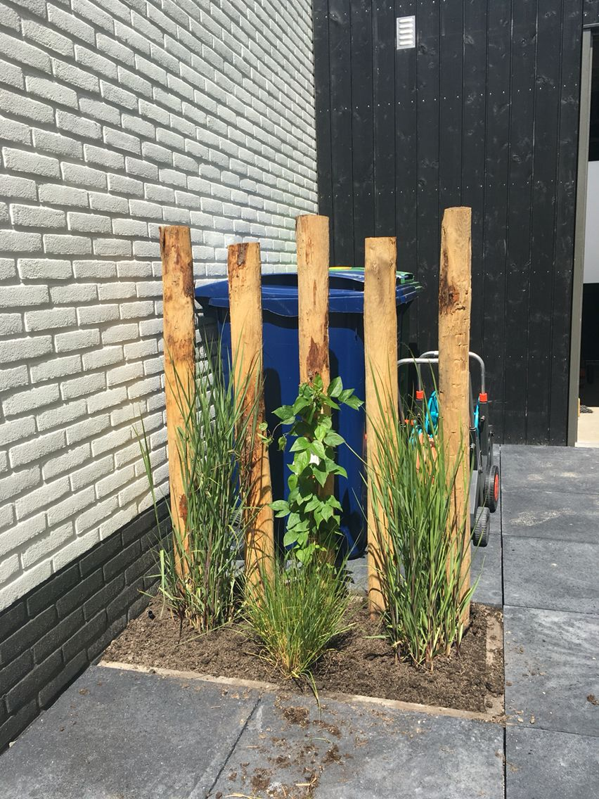 Afscheiding voor de bio bakken en kliko 39 s met kastanje palen en siergrassen - Scheiding houten ...