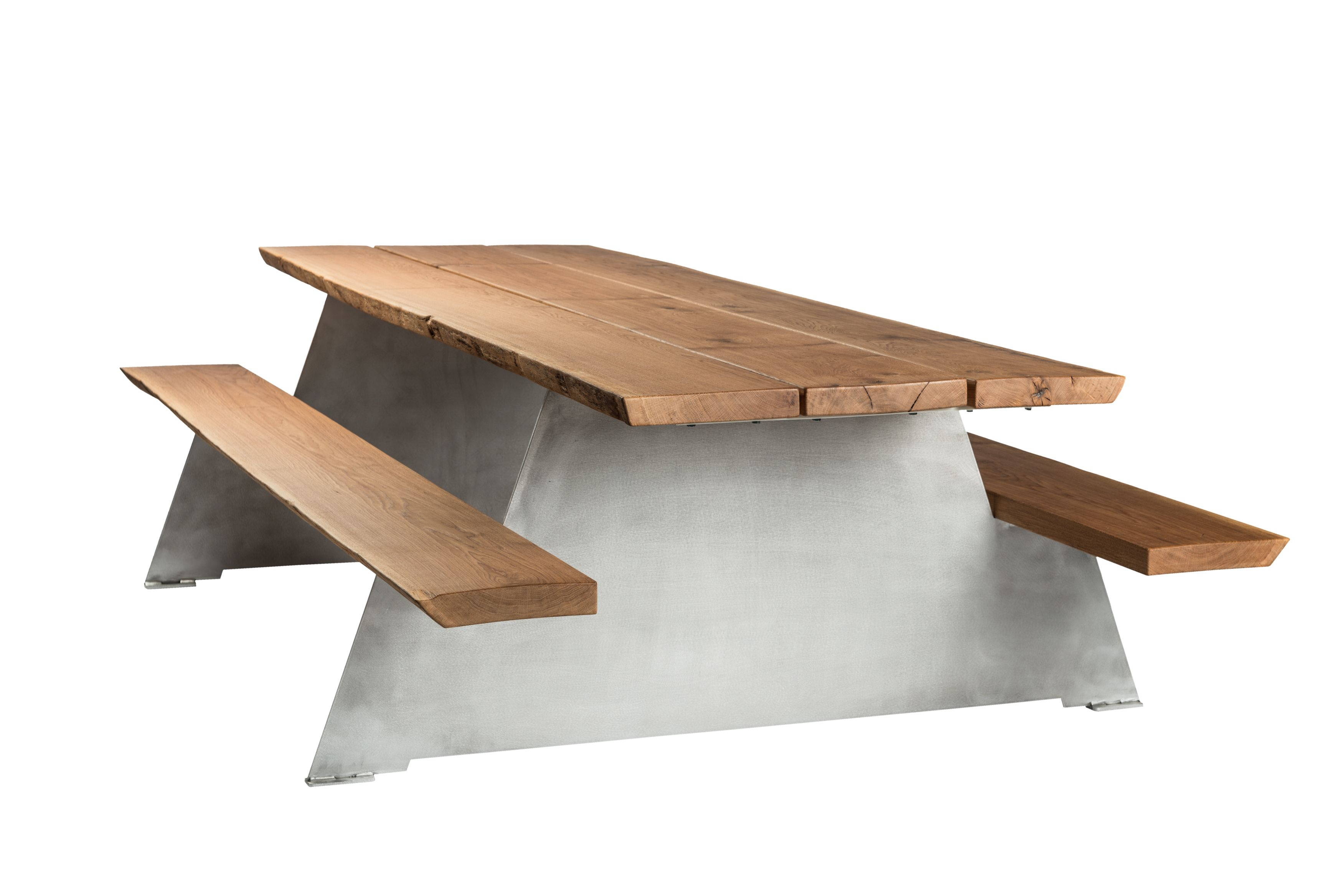 Luxurious design picnic table in oak wood and aluminium. #design #picnictable
