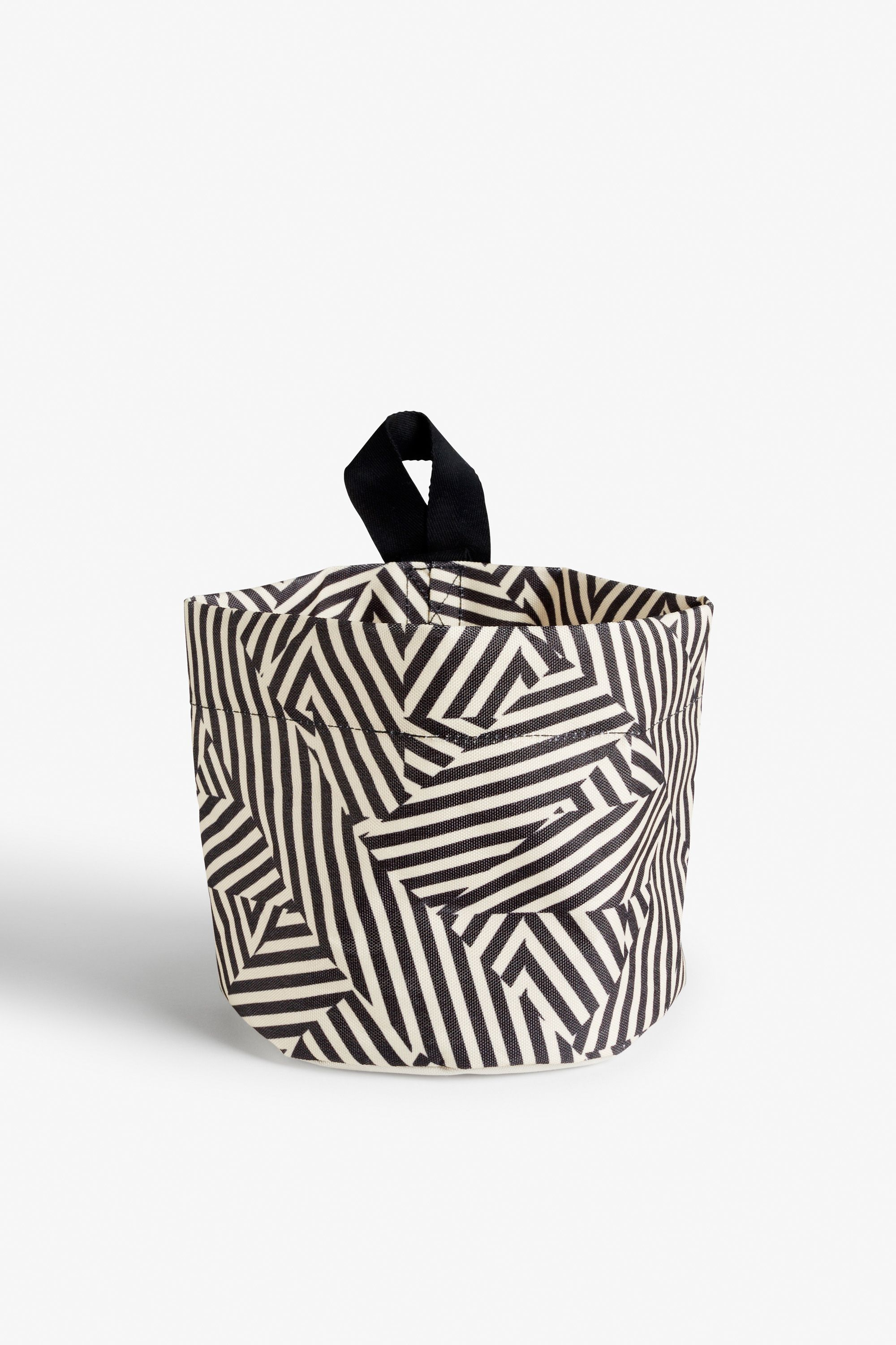 Curve your enthusiasm to this funky home wear! A hang-able basket made from laminated poly and in a print that's packing a whole lot of artsy energy. Hang it, fill it and love it!  colour: print perfection measurements: 18 * 20 cm