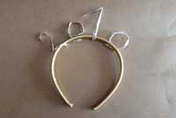 Diadema decorativa para este fin de año - http://www.manualidadeson.com/diadema-decorativa-para-este-fin-de-ano.html