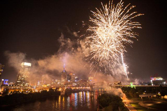 Happy Birthday America Here Are The Best Fourth Of July Fireworks Shows Across The U S A Happy Birthday America Independence Day Fireworks Fireworks