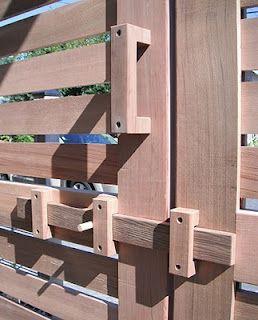Cerradura de madera para puerta de jard n ideas para l s for Puerta jardin madera