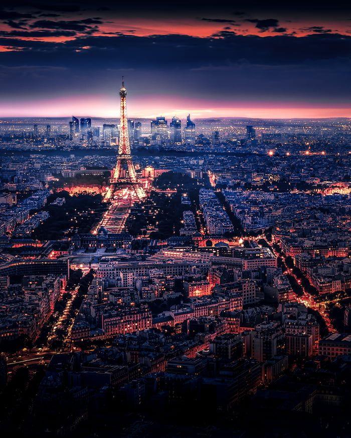 Pink Atmosphere At Eiffel Tower - Paris (France) -
