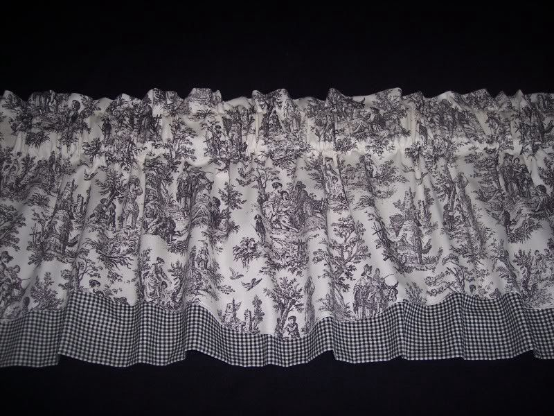 Image from http://i50.photobucket.com/albums/f307/cweigel/valances/100_2850.jpg.