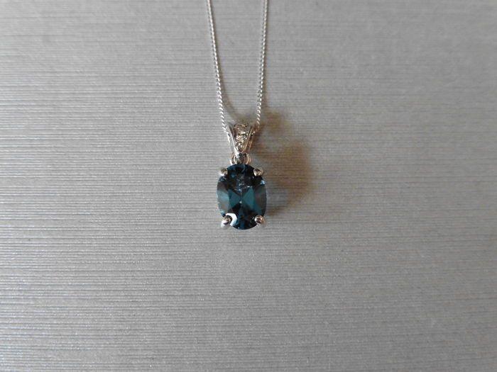 18 k Gold Diamond-Set Topaz hanger  18 k white gold pendant set met-1 x Londen Blue Topaz8 x 6 mm (behandeling onbekend)4 klauw instellingbriljant geslepen diamanten instellen in de baal1 x 1.1mm1 x 1.3mm1 x 1.4mmtotale gewicht - 0.03ctkleur - G/HClarity - SIHallmarked 750Gouden gewicht 1.10gmsGeen ketting met deze hanger - afbeelding voor weergavewordt geleverd in kleine geschenkdoos Let op: sommige landen invoerrechten en belastingen toepassen. Wees u ervan bewust van regels in uw…