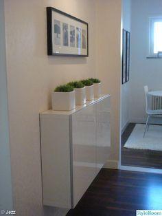 dans une entr e ou un couloir penser au meuble best de faible profondeur 20 cm de chez ikea. Black Bedroom Furniture Sets. Home Design Ideas
