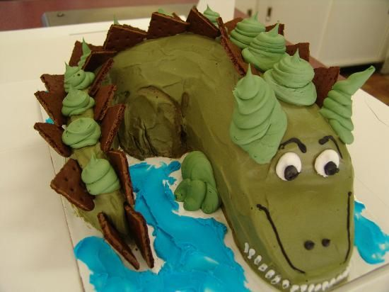 Dinosaur Ice Cream Cake Dinosaur birthday Pinterest Baskin