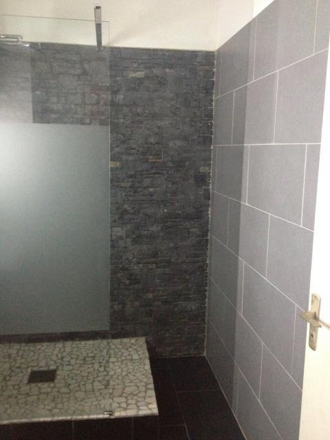 Photos décoration de Salle de bain Contemporain XXe Gris Noir Douche - salle de bains avec douche italienne