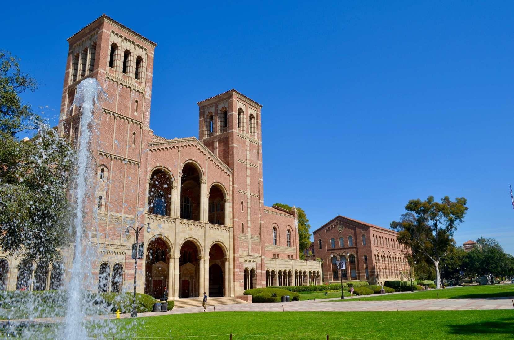 Le Campus De Ucla University Of California Los Angeles Ucla University Los Angeles California Los Angeles
