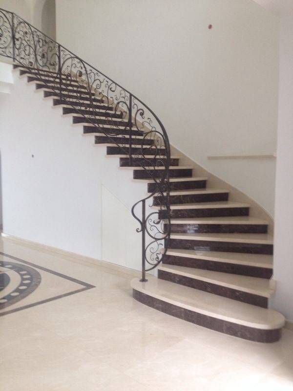 Escalera curvas formada por un tramo arquitectura for Escaleras arquitectura