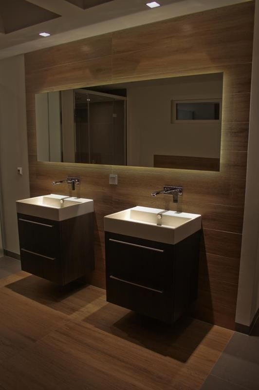 Prachtig en stijlvol badkamer met houtlook tegels badkamer bathroom pinterest - Badkamer zwart en hout ...