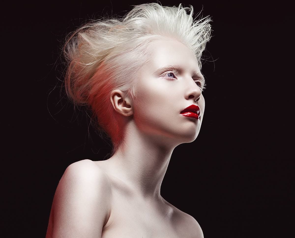 rae-gorgeous-albino-women-nude-all