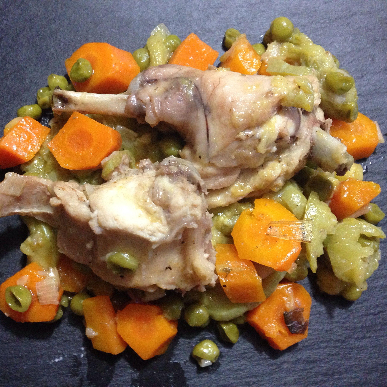 Coniglio Con Verdure Rosolare Coniglio Aggiungere Porri Tritati Carote Zucchine E Piselli Sfumare Con Il Vino E Bag Piatti Di Carne Secondi Piatti Verdure