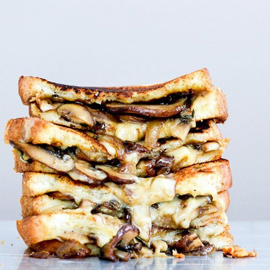 Mushroom, Onion and Stout Grilled Cheese Sandwiches. If you're not putting beer in your grilled cheese, you need to start now!