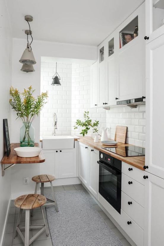 Mała Kuchnia Białe Fronty Kuchenne Drewniany Blat