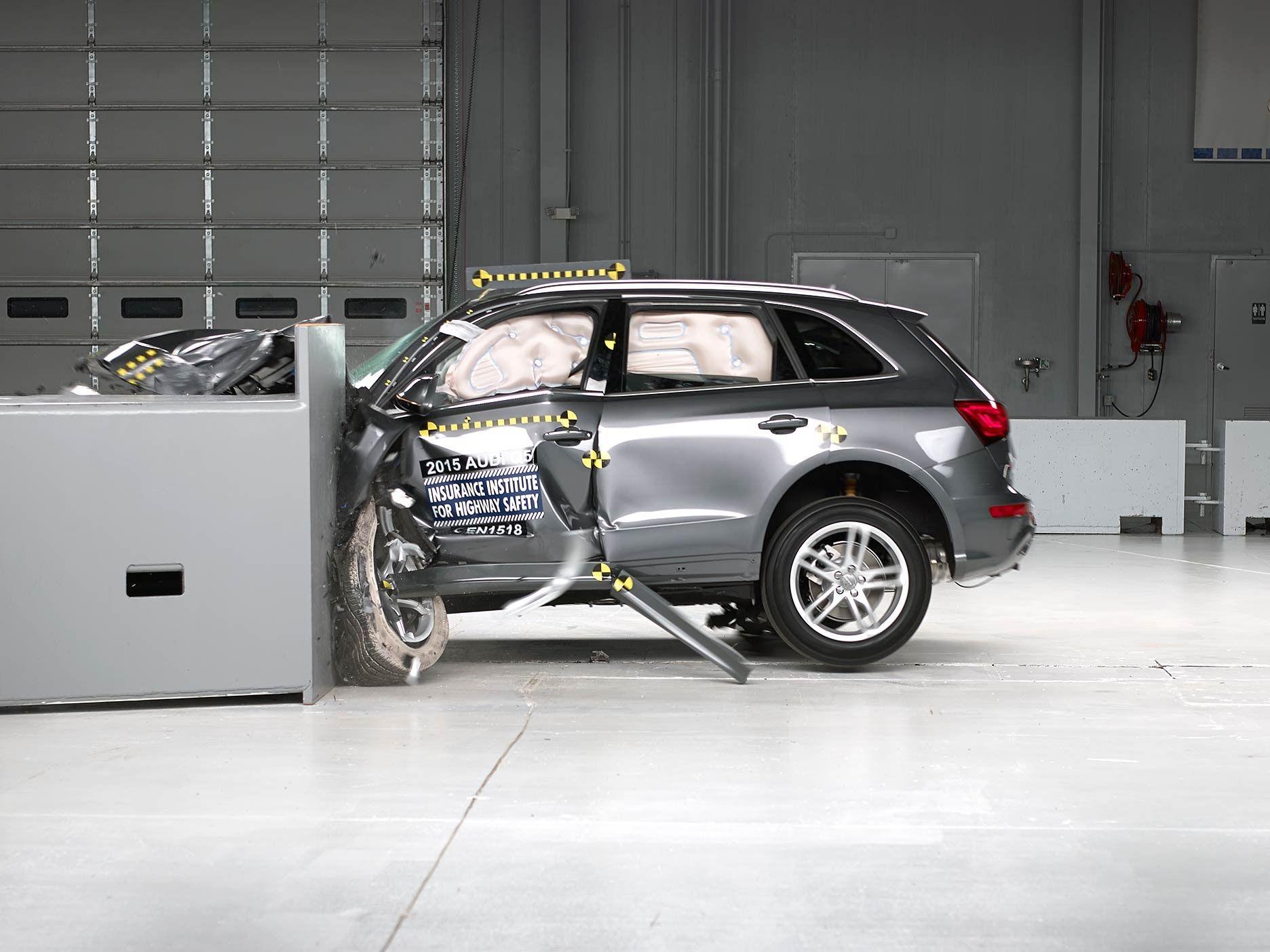 2015 Audi Q5 Small Overlap Iihs Crash Test Audi Q5 Audi New