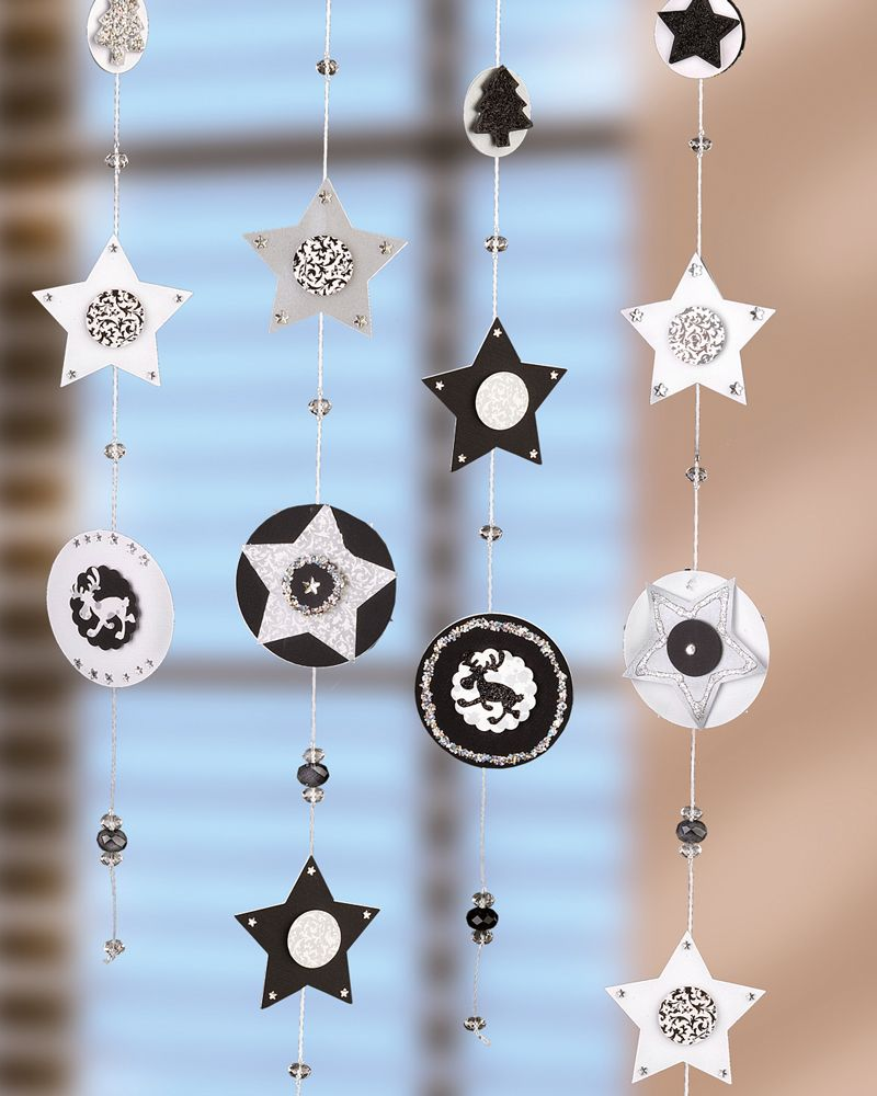 weihnachtliche fensterdeko aus papier idee mit anleitung. Black Bedroom Furniture Sets. Home Design Ideas