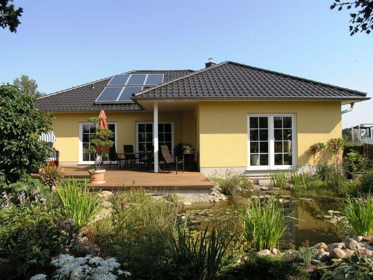 Hausfassade modern bungalow  Winkelbungalow - #Einfamilienhaus von HOGAF Hausbau GmbH | HausXXL ...