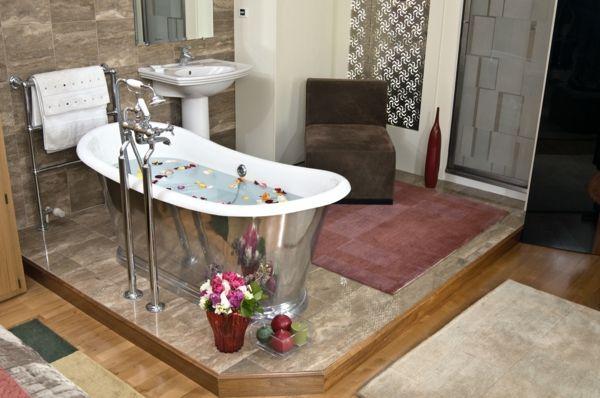 Romantisches Design mit einer Badewanne im Schlafzimmer | Badewannen ...