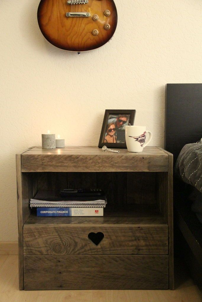 anleitung wie man einen nachttisch mit paletten bauen18 wohnen pinterest nachttisch. Black Bedroom Furniture Sets. Home Design Ideas