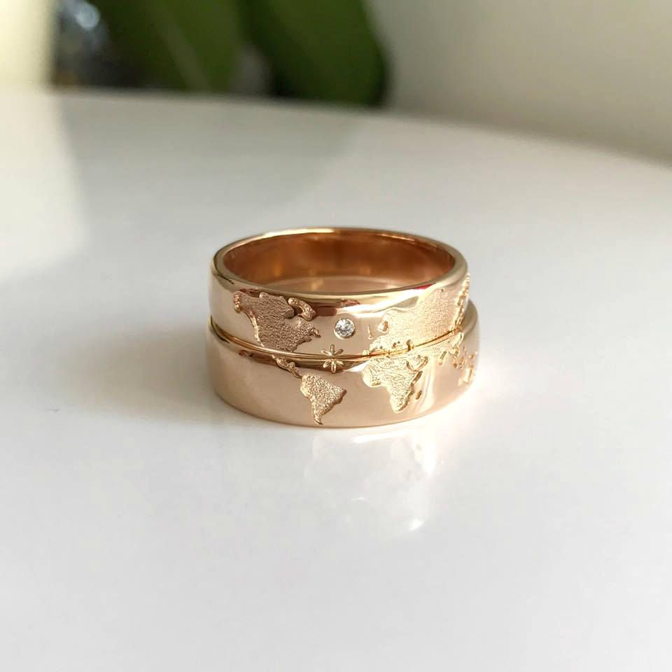 14k Gold Wedding Bands Set With World Map Travelers Wedding Etsy Gold Wedding Band Sets 14k Gold Wedding Band Wedding Rings Unique