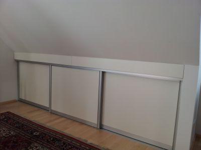 die schiebet r und der dachschr ge verschlie t die nische millimetergenau schiebet ren. Black Bedroom Furniture Sets. Home Design Ideas