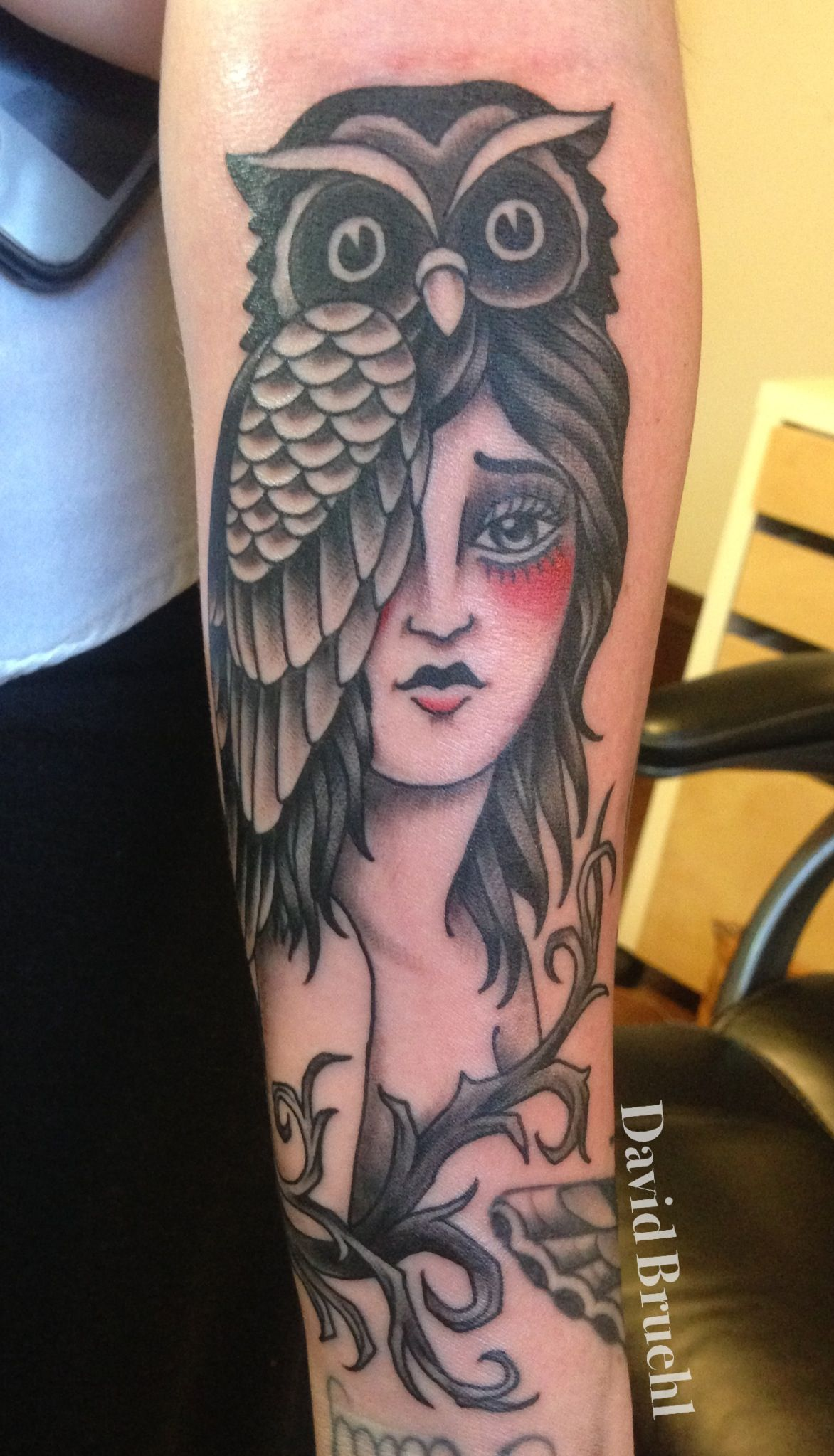 Lady With Owl Hat Black And Grey Tattoo Black And Grey Tattoos Pretty Tattoos Grey Tattoo