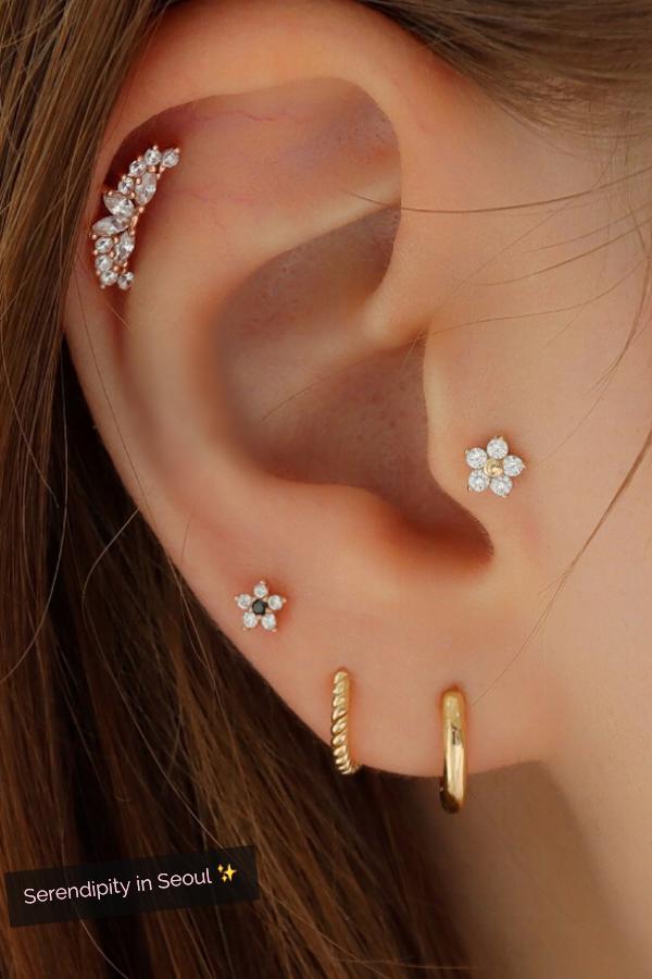 Tiny Flower Labret Piercing 14K Gold | Earings piercings