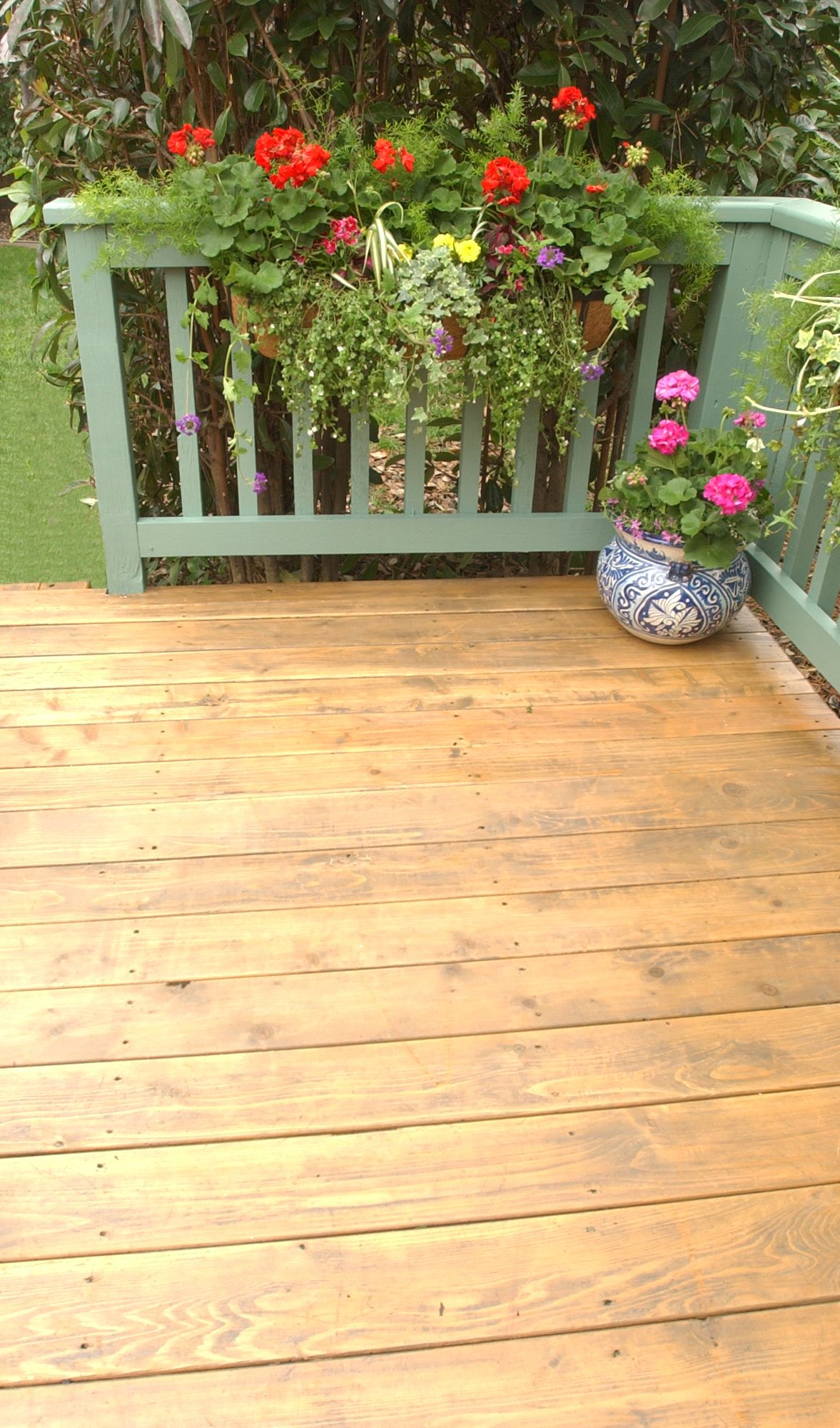On The Deck We Used Thompson S Water Seal Advanced Wood Protector In Sheer Honey Gold On The Railings We Used Thompson S Deck Colors Staining Deck Deck Paint