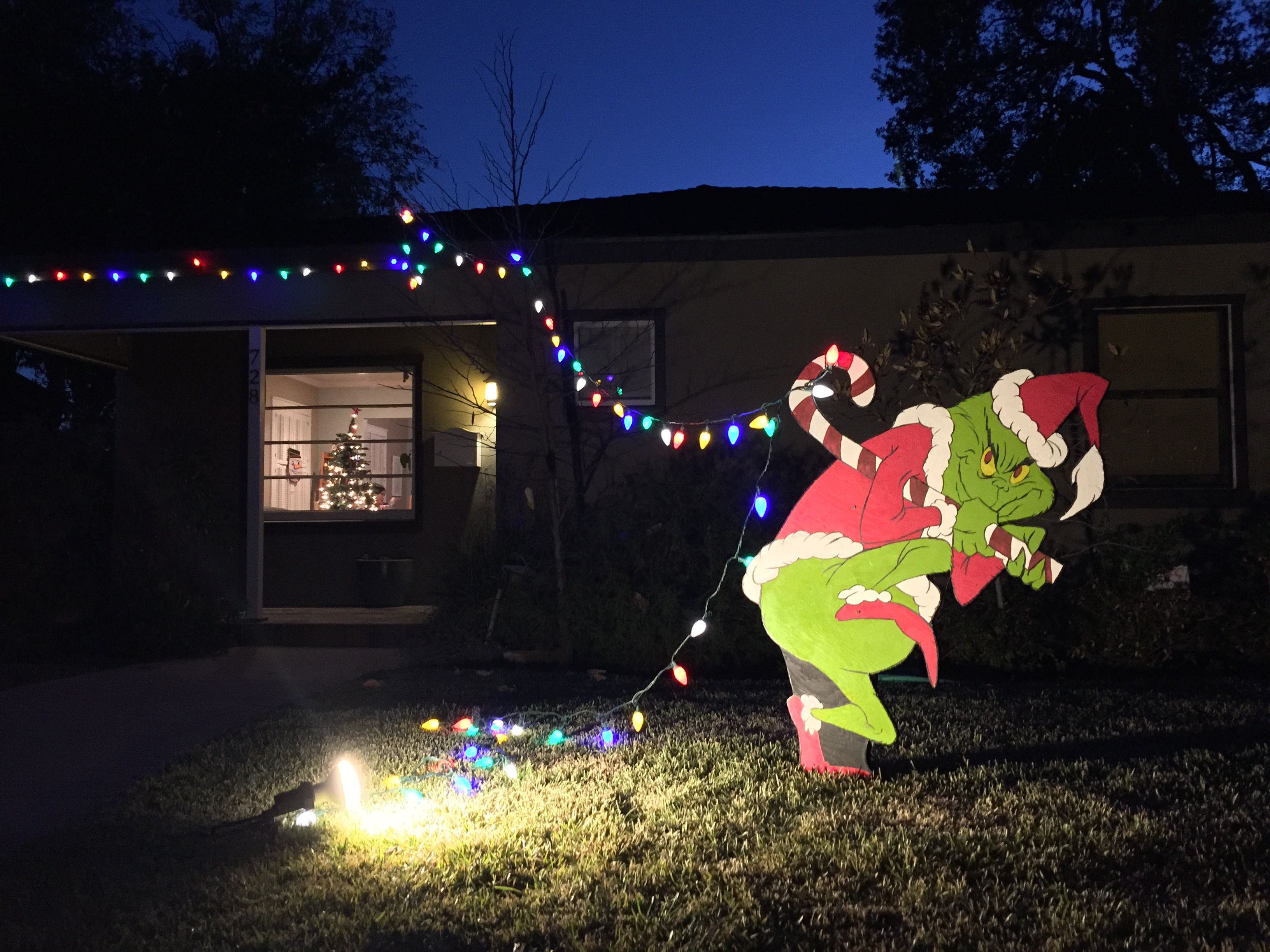 Grinch stealing lights christmas decorations - The Grinch Is Stealing My Christmas Lights
